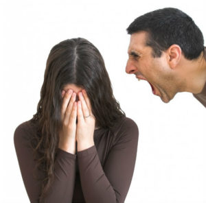 оскорбляет муж