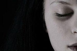 Серый цвет лица причины
